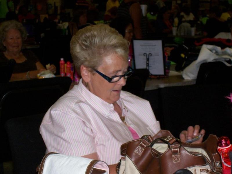 woman handles money at bingo table